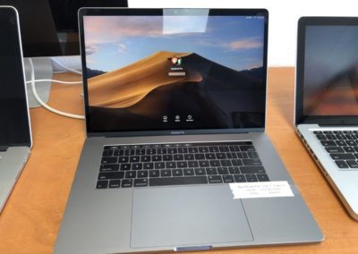 MacBook Pro 15.4in  Late 2016 Space Gray 2.7Ghz i7 16GB 512GB SSD great shape