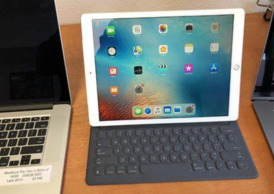 Apple iPad Pro 12.9 (1st Gen 2015)  128GB Wifi & Cell with Keyboard
